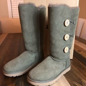 UGG Bailey Button Triplet II  SIZE 9 NWT